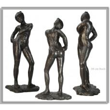 Sculptuur Danseuse attachant le cordon de son maillot