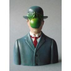 Sculptuur Rene Magritte - De Mensenzoon.
