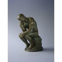 Sculptuur de Denker van Rodin middel